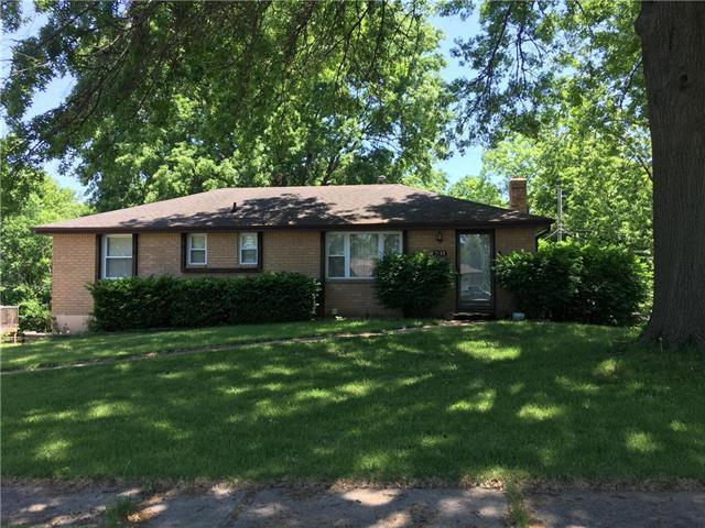 7105 N Tracy Avenue, Kansas City, MO 64118 (#2121077) :: Edie Waters Network