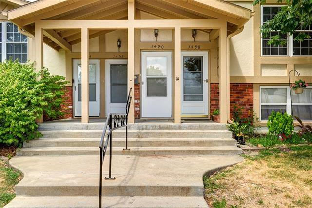 1490 NW 64th Terrace, Kansas City, MO 64118 (#2121103) :: Char MacCallum Real Estate Group
