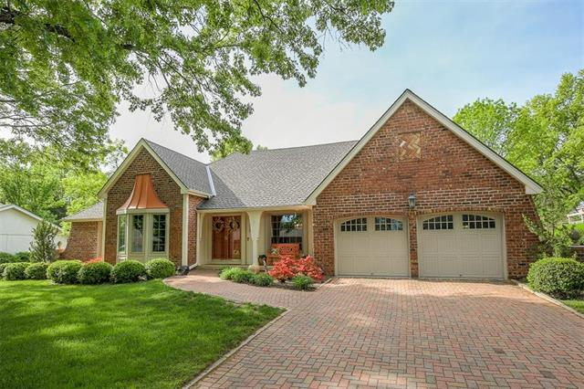12728 Overbrook Road, Leawood, KS 66209 (#2121114) :: The Shannon Lyon Group - ReeceNichols