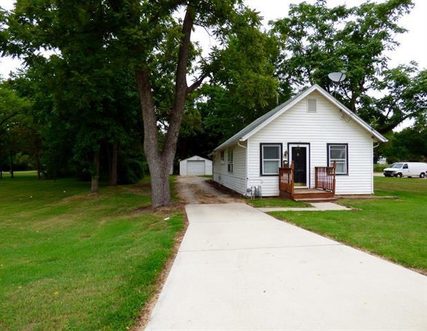 311 W Kump Avenue, Bonner Springs, KS 66012 (#2121309) :: Edie Waters Network