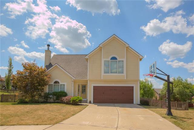 813 Red Maple Circle, Liberty, MO 64068 (#2121370) :: Edie Waters Network