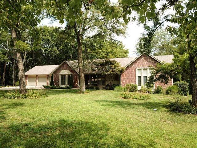 9723 Timber Meadow Drive, Lee's Summit, MO 64086 (#2121393) :: Char MacCallum Real Estate Group