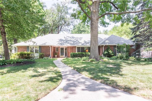 7928 Rosewood Drive, Prairie Village, KS 66208 (#2121775) :: The Shannon Lyon Group - ReeceNichols