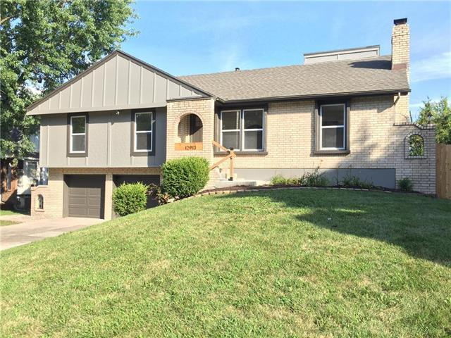 12913 Craig Drive, Grandview, MO 64030 (#2121830) :: Edie Waters Network