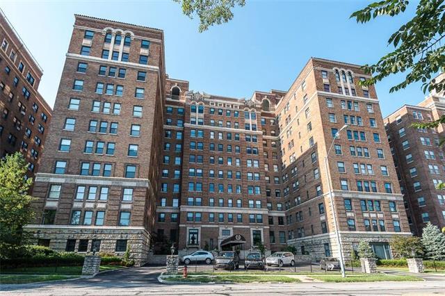 229 Ward Parkway 202B, Kansas City, MO 64112 (#2121832) :: No Borders Real Estate
