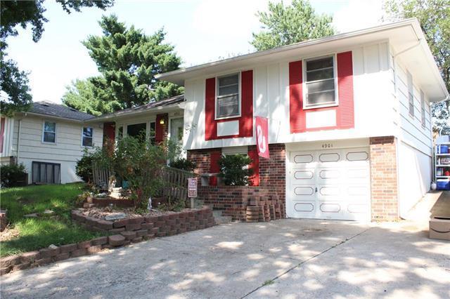 4901 Overton Avenue, Kansas City, MO 64133 (#2121862) :: Edie Waters Network