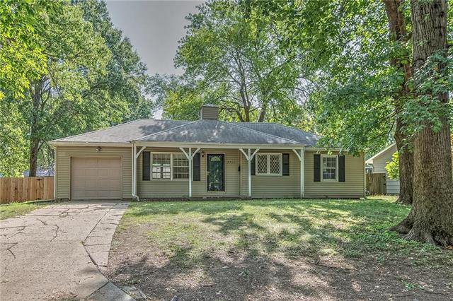 8753 Larsen Street, Overland Park, KS 64214 (#2121940) :: HergGroup Kansas City