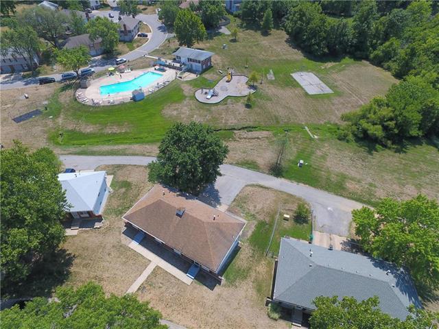 7115 NW Country Club Lane, Kansas City, MO 64152 (#2122035) :: Edie Waters Network