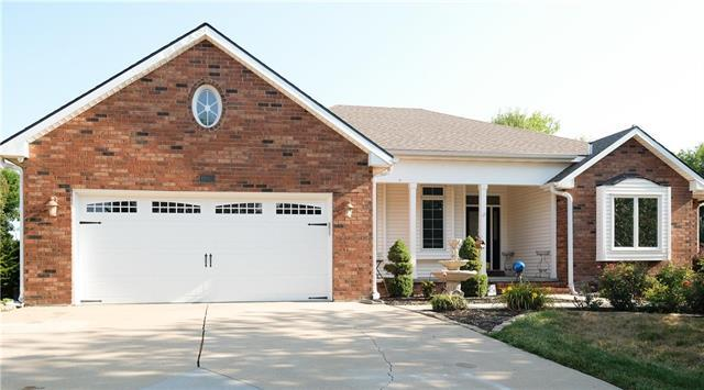 4805 N Lakewood Drive, St Joseph, MO 64506 (#2122090) :: House of Couse Group