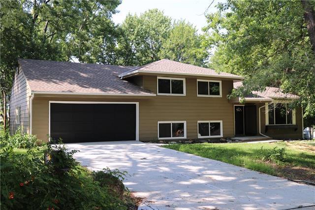 1707 Lee Lane, Pleasant Hill, MO 64080 (#2122101) :: Edie Waters Network