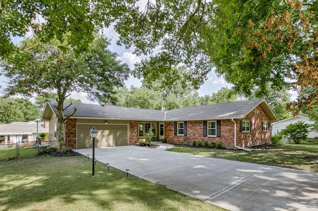 9511 Canterbury Street, Overland Park, KS 66206 (#2122136) :: No Borders Real Estate