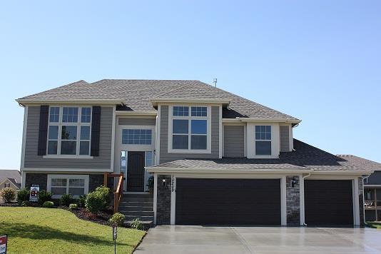 4425 NE 67th Street, Kansas City, MO 64119 (#2122195) :: Char MacCallum Real Estate Group