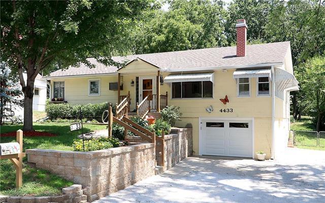 4433 N Walrond Avenue, Kansas City, MO 64117 (#2122209) :: Edie Waters Network
