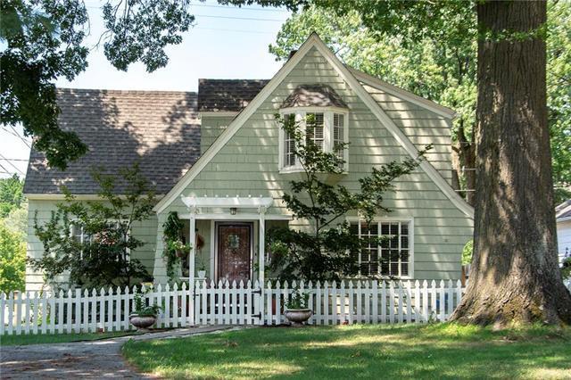 5742 Reeds Road, Mission, KS 66202 (#2122285) :: Team Real Estate