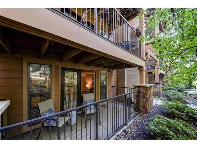 4727 Jarboe Street #41, Kansas City, MO 64112 (#2122352) :: No Borders Real Estate