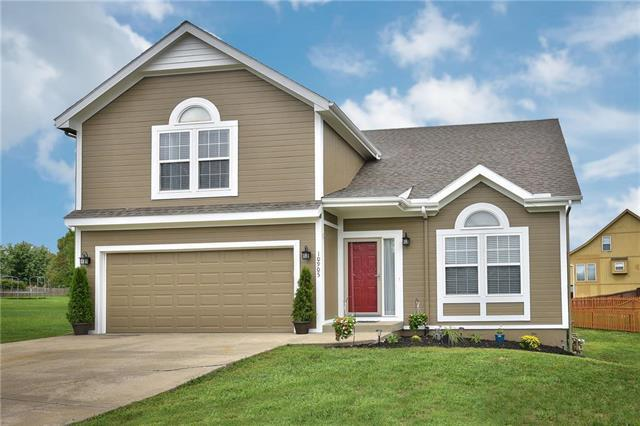 10905 N Donnelly Court, Kansas City, MO 64157 (#2122402) :: Edie Waters Network