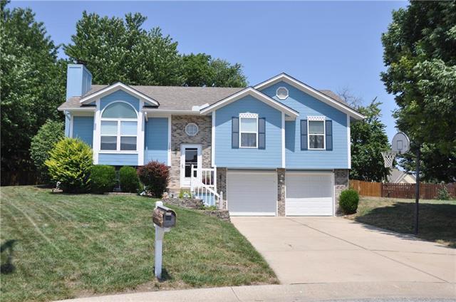 1306 Huntington Circle, Greenwood, MO 64034 (#2122429) :: Edie Waters Network