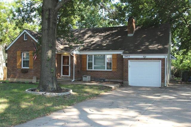 2423 W 75th Place, Prairie Village, KS 66208 (#2122442) :: Edie Waters Network