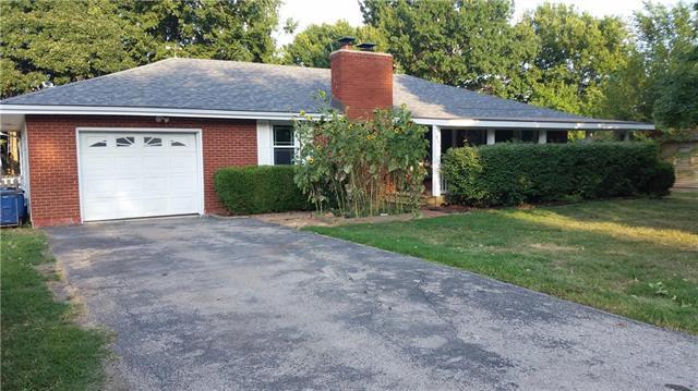 905 S Olive Street, Louisburg, KS 66053 (#2122484) :: Char MacCallum Real Estate Group