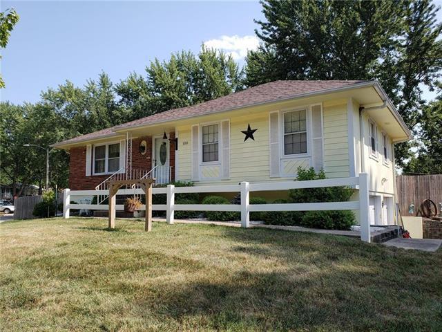 100 SE Victor Drive, Blue Springs, MO 64014 (#2122509) :: Edie Waters Network