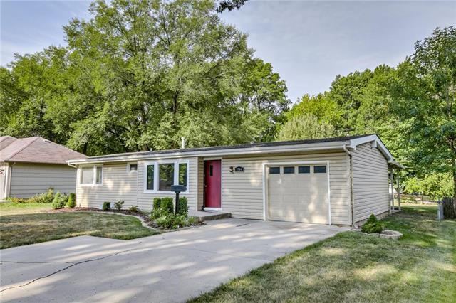8744 Stearns Street, Overland Park, KS 66214 (#2122638) :: HergGroup Kansas City