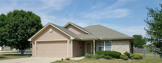 201 SW Blue Branch Circle, Grain Valley, MO 64029 (#2122704) :: Edie Waters Network