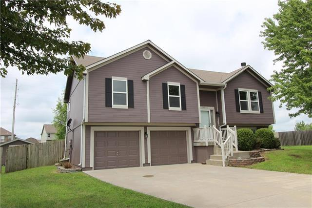 10008 E 220 Place, Peculiar, MO 64078 (#2122779) :: Edie Waters Network