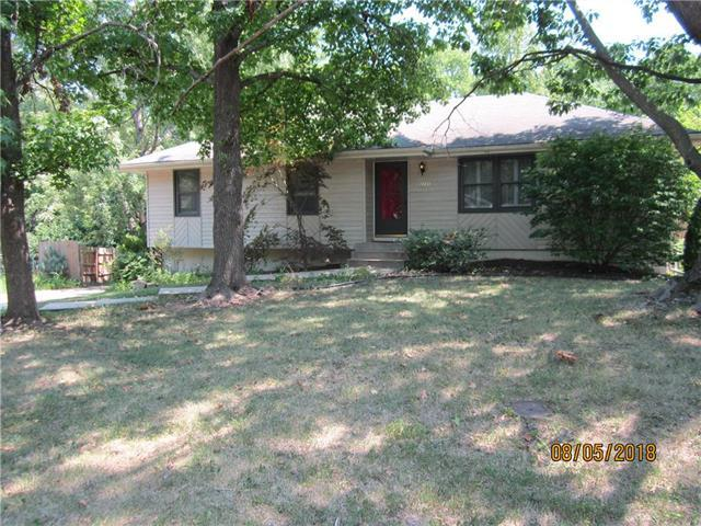 1111 SW Mission Place, Lee's Summit, MO 64081 (#2122786) :: Edie Waters Network