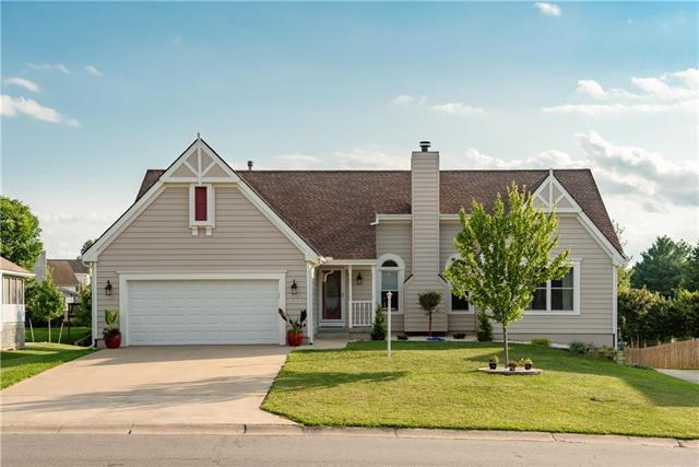 401 SW Seagull Street, Lee's Summit, MO 64082 (#2122807) :: No Borders Real Estate