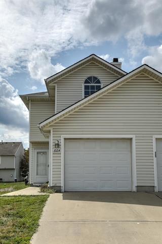 102 NE Sunshine Street A, Oak Grove, MO 64075 (#2122883) :: Edie Waters Network
