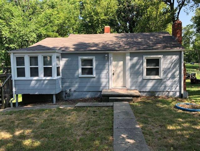 2920 NE 39th Street, Kansas City, MO 64117 (#2122895) :: Edie Waters Network