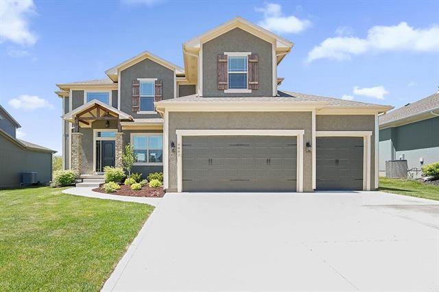 9882 Belmont Drive, Lenexa, KS 66227 (#2122912) :: The Shannon Lyon Group - ReeceNichols