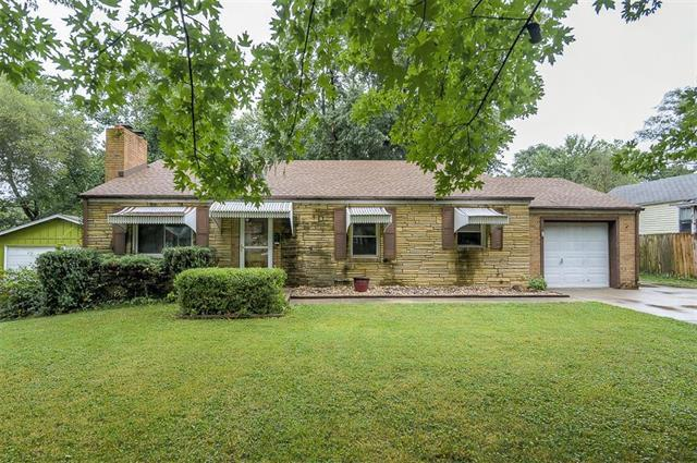 9006 E 68th Terrace, Raytown, MO 64133 (#2122916) :: Edie Waters Network