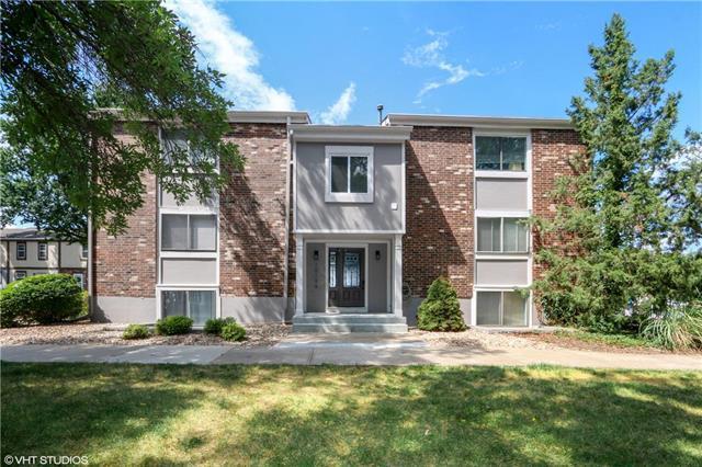 10106 W 96th Terrace D, Shawnee Mission, KS 66212 (#2122921) :: Edie Waters Network