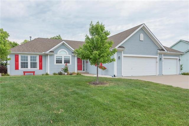 13895 Station Drive, Platte City, MO 64079 (#2122936) :: Edie Waters Network