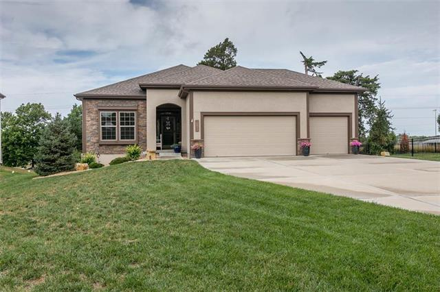 10830 S Deer Run Street, Olathe, KS 66061 (#2122958) :: Edie Waters Network