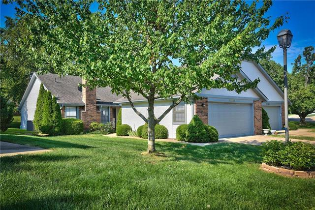 12125 W 121st Street, Overland Park, KS 66213 (#2124058) :: Char MacCallum Real Estate Group