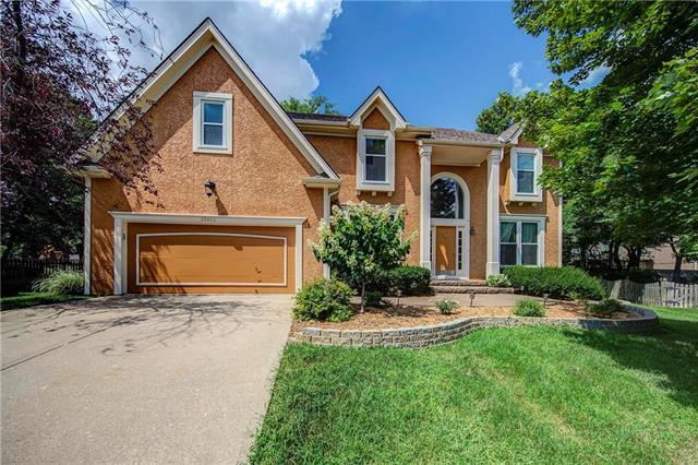 10812 W 128th Place, Overland Park, KS 66213 (#2124071) :: Edie Waters Network