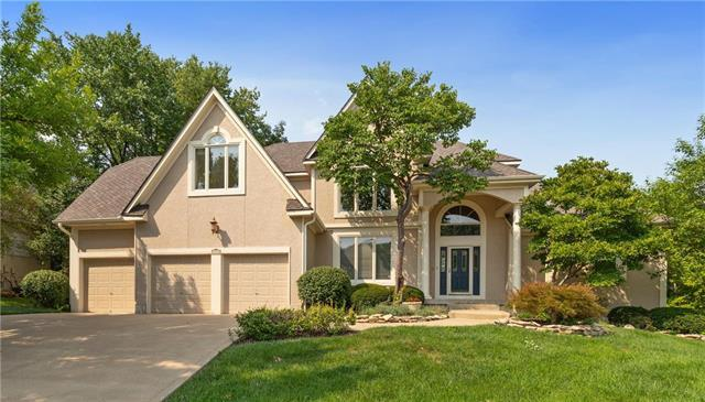 9515 Pine Street, Lenexa, KS 66220 (#2124127) :: Edie Waters Network