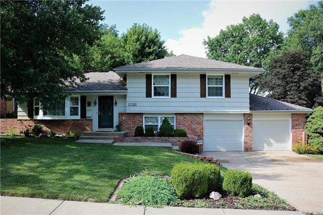 5612 W 92ND Terrace, Overland Park, KS 66207 (#2124183) :: Edie Waters Network