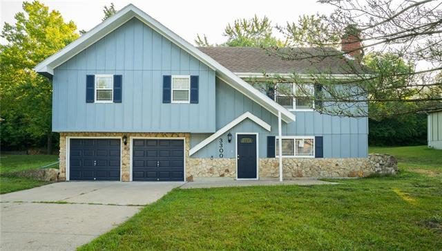 3300 Southern Hills Drive, Kansas City, MO 64137 (#2124209) :: Edie Waters Network
