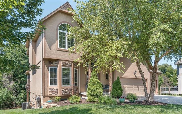 4814 Grove Street, Shawnee, KS 66226 (#2124239) :: Edie Waters Network