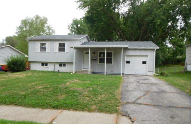 10012 Kessler Street, Overland Park, KS 66212 (#2124310) :: Edie Waters Network