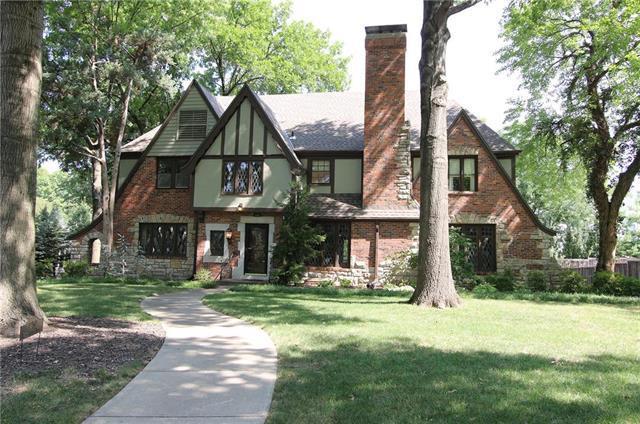 1250 W 61st Terrace, Kansas City, MO 64113 (#2124326) :: Edie Waters Network