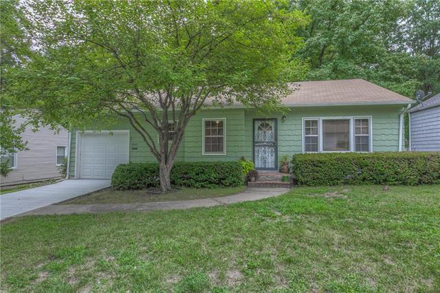 5337 Sherwood Drive, Roeland Park, KS 66205 (#2124340) :: Team Real Estate