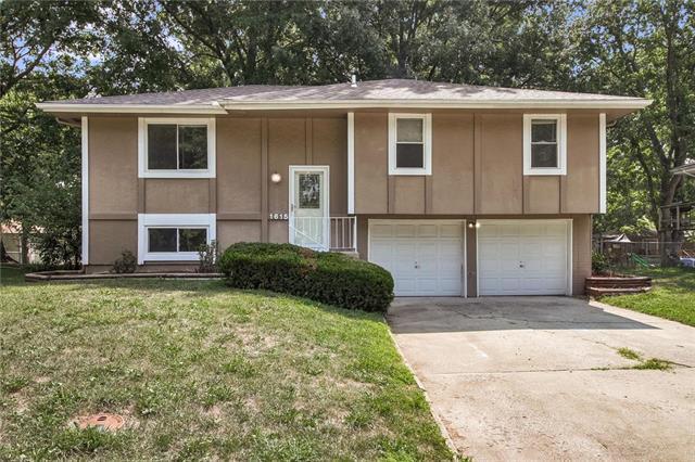 1615 SE Oak Street, Oak Grove, MO 64075 (#2124358) :: Edie Waters Network