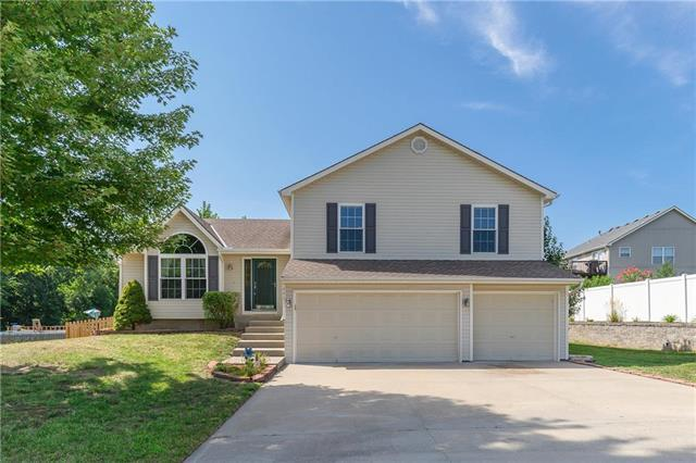 4407 NE 80th Terrace, Kansas City, MO 64119 (#2124359) :: Char MacCallum Real Estate Group