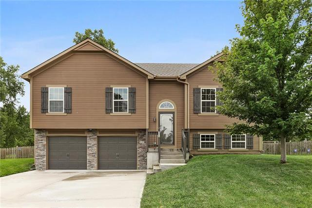 421 Wiltshire Drive, Raymore, MO 64083 (#2124508) :: Edie Waters Network