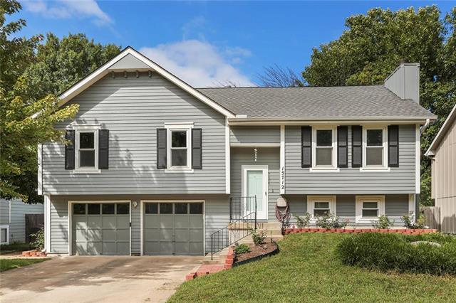 15712 W 151st Terrace, Olathe, KS 66062 (#2124518) :: Edie Waters Network