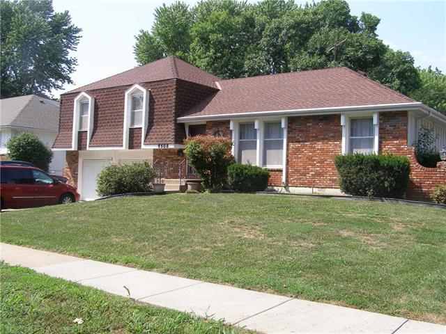 7508 E 127th Place, Grandview, MO 64030 (#2124596) :: Edie Waters Network